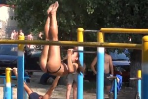 amazing-street-workout-demonstration-in-russia