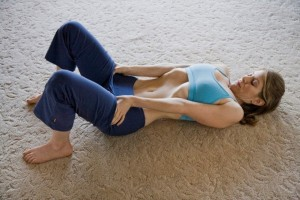 vacuum-in-the-belly-get-a-thinner-waist-and-flat-stomach-with-this-simple-exercise-600x400