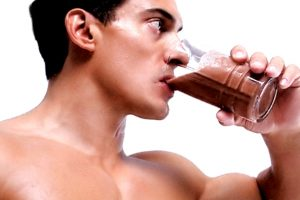 Fit-guy-drinking-protein-shake